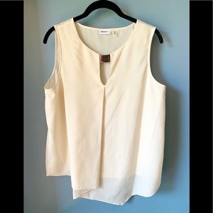 DKNYc ivory cascade front crepe metal trip top M